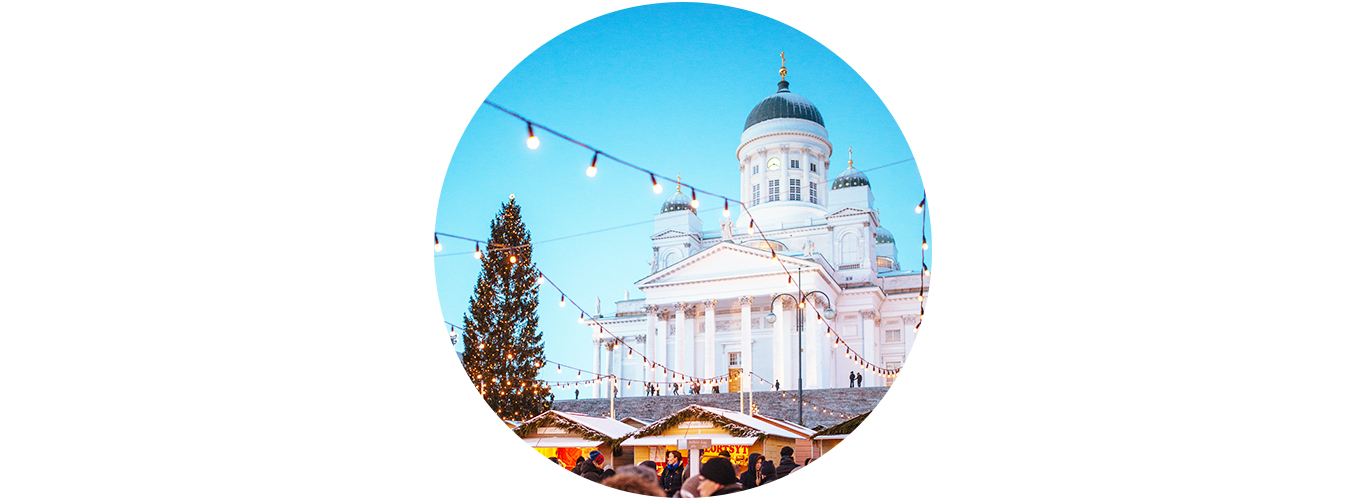 Helsingin tuomiokirkko ja valaistu joulukuusi